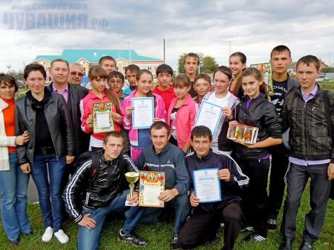 В Шемурше на стадионе ФСК «Туслах» состоялась легкоатлетическая эстафета на призы районной газеты «Шамарша хыпаре»