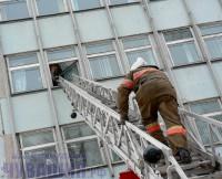 пожарная лестница автолестница спасение при пожаре