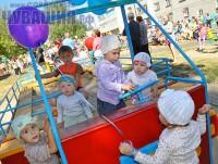 дети играют песочница садик детская игровая площадка