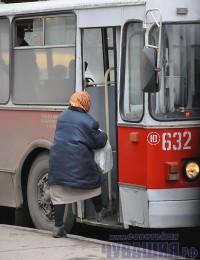 бабуля пенсионерка троллейбус проездной