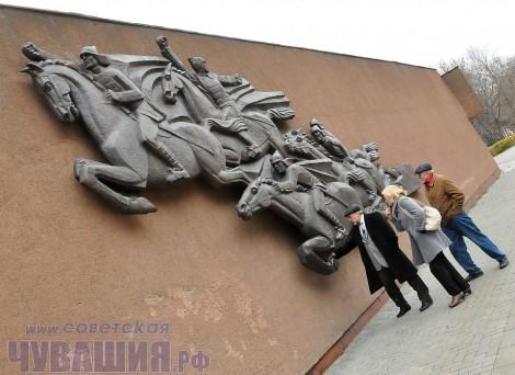 чебоксары вандалы памятник барельеф музей чапаева