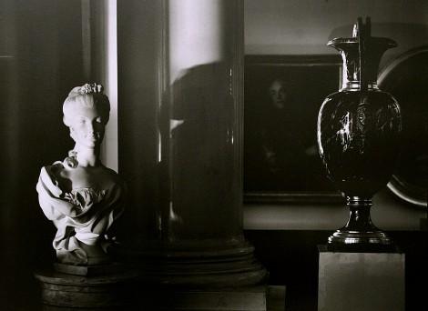 Выставка черно-белой фотографии петербуржца Юрия Молодковца «Уединение. Эрмитаж ночью»