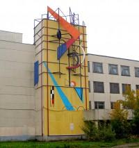 Инсталляция из металлических конструкций на одном из корпусов Чебоксарского агрегатного завода напоминает произведения всемирно известного художника-авангардиста Василия Кандинского.