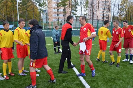 """На стадионе """"Энергия"""" состоялся турнир по мини-футболу в честь Дня учителя. <br> Фото www.cap.ru"""
