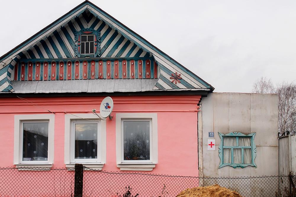 Детская поликлиника с красным крестом