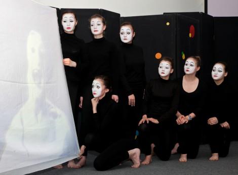 Ученики 43-й чебоксарской школы опробовали театральную профессию через азы пантомимы.