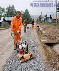 строят тротуар деревня
