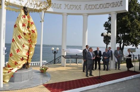 памятник императрице марпосад