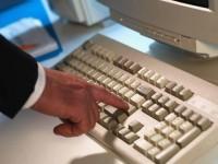 рука с клавиатурой