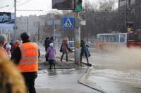На старт, внимание, поплыли! 11 марта, Эгерский бульвар. Фото Никиты ПАВЛОВА