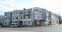 А в доме по улице К. Маркса, 19 – магазины и офисы. Фото с сайта foto.cheb.ru