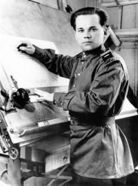 В 1947 году Михаил Калашников был направлен на Ижевский мотозавод для создания первой опытной партии автомата «АК-47».