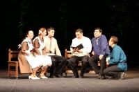 В роли Константина Иванова на сцену вышел Валерий Карпов.Фото Чувашского драмтеатра