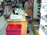 80 тысяч рублей злоумышленники похитили из сейфа в подсобном помещении, еще порядка 20 тысяч – из кассы магазина