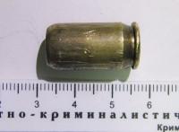 На месте происшествия эксперты обнаружили резиновую пулю от пневматического пистолета, который налетчики использовали при нападении