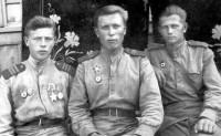 После жарких боев. Румыния, сентябрь 1944 года. Яков Глякин (слева) со своими однополчанами А.П. Кропытовым и Н.Н. Кузнецовым.