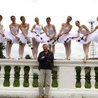Владимир Чикин вывел балерин на улицы.