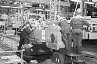 ...А здесь делают настоящие тракторы.Фото из архива «СЧ»