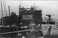 1943 год. Подводная лодка «Щ-201» Черноморского флота швартуется к подлодке «Щ-202».