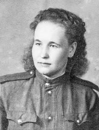 Гвардии старшина медицинской службы Анна Иванова. 9 июня 1945 г., город Бург (Германия).Фото с сайта shel-vestnik.ru