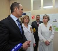 Глава республики Михаил Игнатьев ознакомился с условиями работы медицинского персонала.