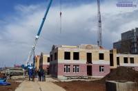Этот садик обещают построить к началу учебного года. Фото Евгении АЛЕКСЕЕВОЙ