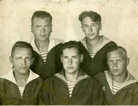 Василий Игнатьев внизу слева.