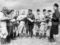 Группа летчиц 46-го гвардейского полка. 1943 год.