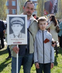Семья Чекушкиных на акции «Бессмертный полк». Фото Евгении АЛЕКСЕЕВОЙ