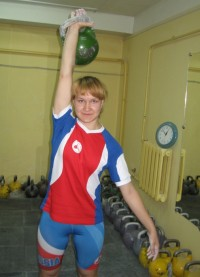 На тренировках Анастасия «нарабатывает» мышцы.