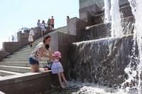 К детям в жару – особенное внимание.Фото Никиты ПАВЛОВА