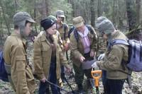 Старая солдатская каска – находка юных исследователей из Чебоксар. Фото из архива Евгения ШУМИЛОВА