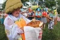 Комиссию, которая оценивала национальные угощения, встречали с хлебом-солью. Фото с сайта vsp.ru