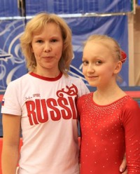 Полина и ее тренер Ирина Николаева. Фото sportgymrus.ru