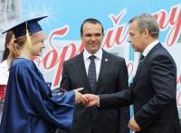 На выпускников-отличников в республике возлагают большие надежды.