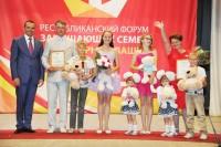 Львовы никогда не разлучаются, даже на сцене. Фото www.cap.ru