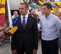 Михаил Игнатьев и Юрий Борзаковский охотно общались с журналистами. Фото Максима ВАСИЛЬЕВА