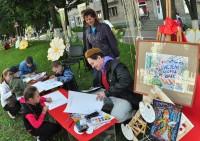 Каждый юный художник видел праздничный город по-своему.Фото cap.ru