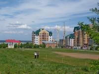Строительные краны сегодня – привычная деталь городского пейзажа.Фото из архива редакции