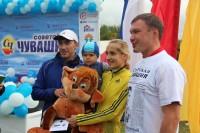 Двухлетний Рома Захаров получил приз, как самый юный участник. Фото Олеси ИГНАТЬЕВОЙ