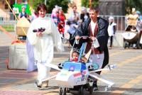 Фанаты фильма «Звездные войны» высоко оценили коляску-истребитель и костюм джедая семьи Антоновых.Фото cap.ru