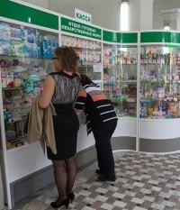 В аптеку приходят не только за лекарствами, но и пообщаться с провизорами, которых посетители знают уже много лет.Фото Максима ВАСИЛЬЕВА