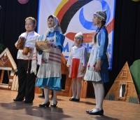 Младшеклассники из Байглычевской школы очаровали жюри исполнением ролей родителей Нарспи. Фото Алены КАЗАНЦЕВОЙ