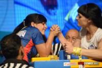 Эльмира Алеева (слева) яростно сражалась с соперницами.Фото от armpower.net