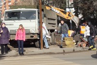 На перекрестке улиц Гагарина и Энгельса пешеходам следует быть внимательнее, ведь после реконструкции на проспекте Яковлева жители и вовсе лишились перехода. Фото Евгении АЛЕКСЕЕВОЙ