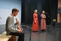 Удмурты познакомили гостей выставки с обрядовыми песнями своего народа под звуки старинной скрипки – кубыза.