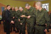 В армию нынче не «забривают» – достаточно короткой стрижки.Фото Олега МАЛЬЦЕВА из архива редакции