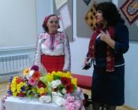 Поздравить вышивальщицу пришли друзья и ученики.Фото автора