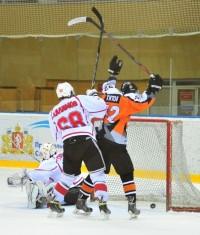 «Ледовые рыцари» идут в атаку.Фото hcsokol.n4eb.net