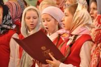 Духовные песнопения в этот день исполнили сразу одиннадцать хоров, среди которых были и коллективы воскресных и музыкальных школ искусств Комсомольского района и Чебоксар.Фото Надежды МАНИХИНОЙ
